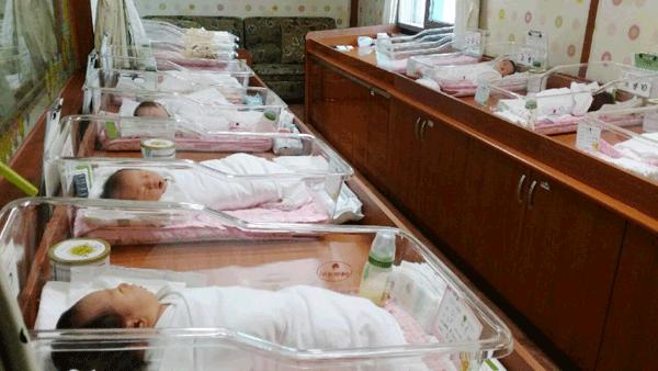 새봄여성의원조리원 신생아실
